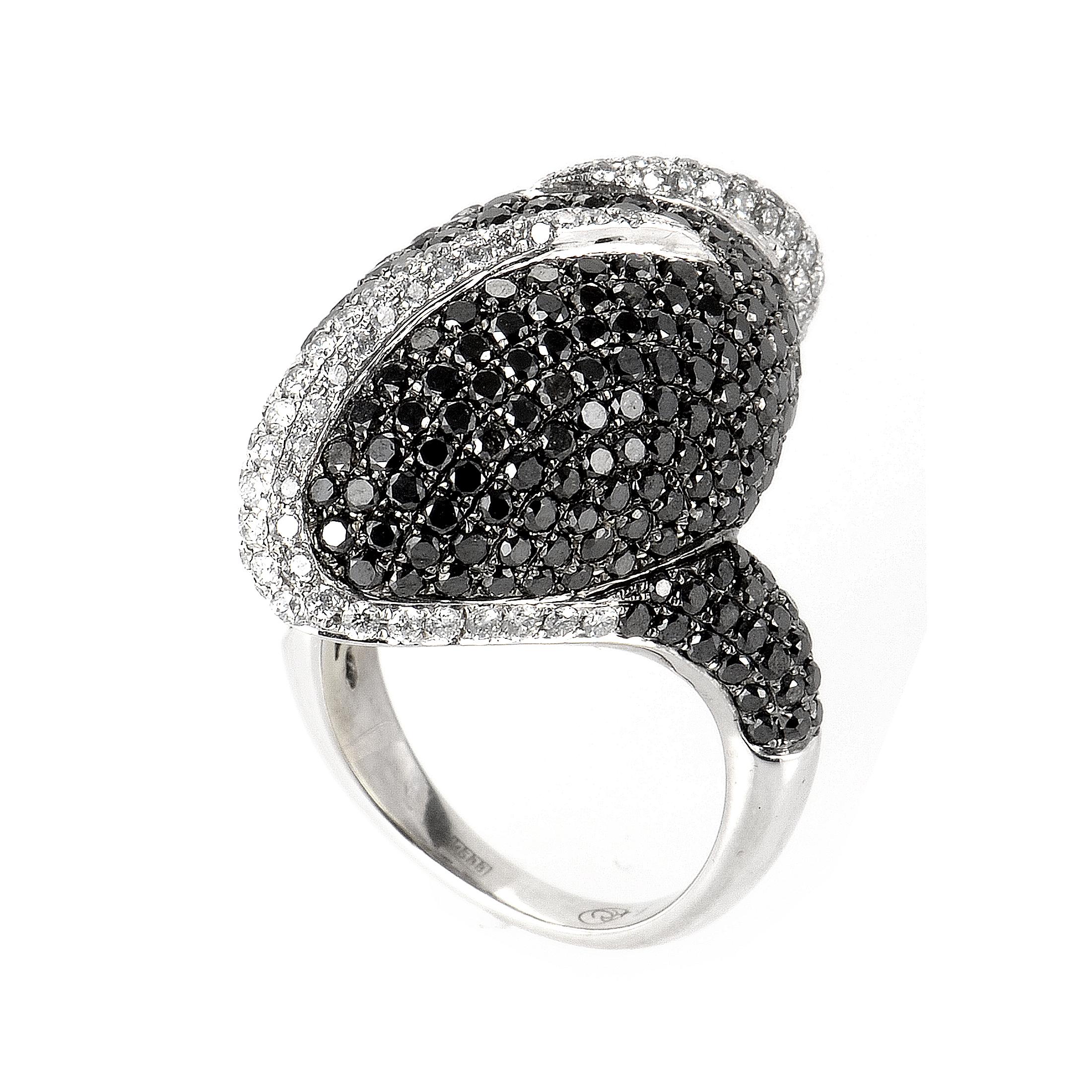 18K White Gold Black and White Swirl Diamond Ring CRR7207