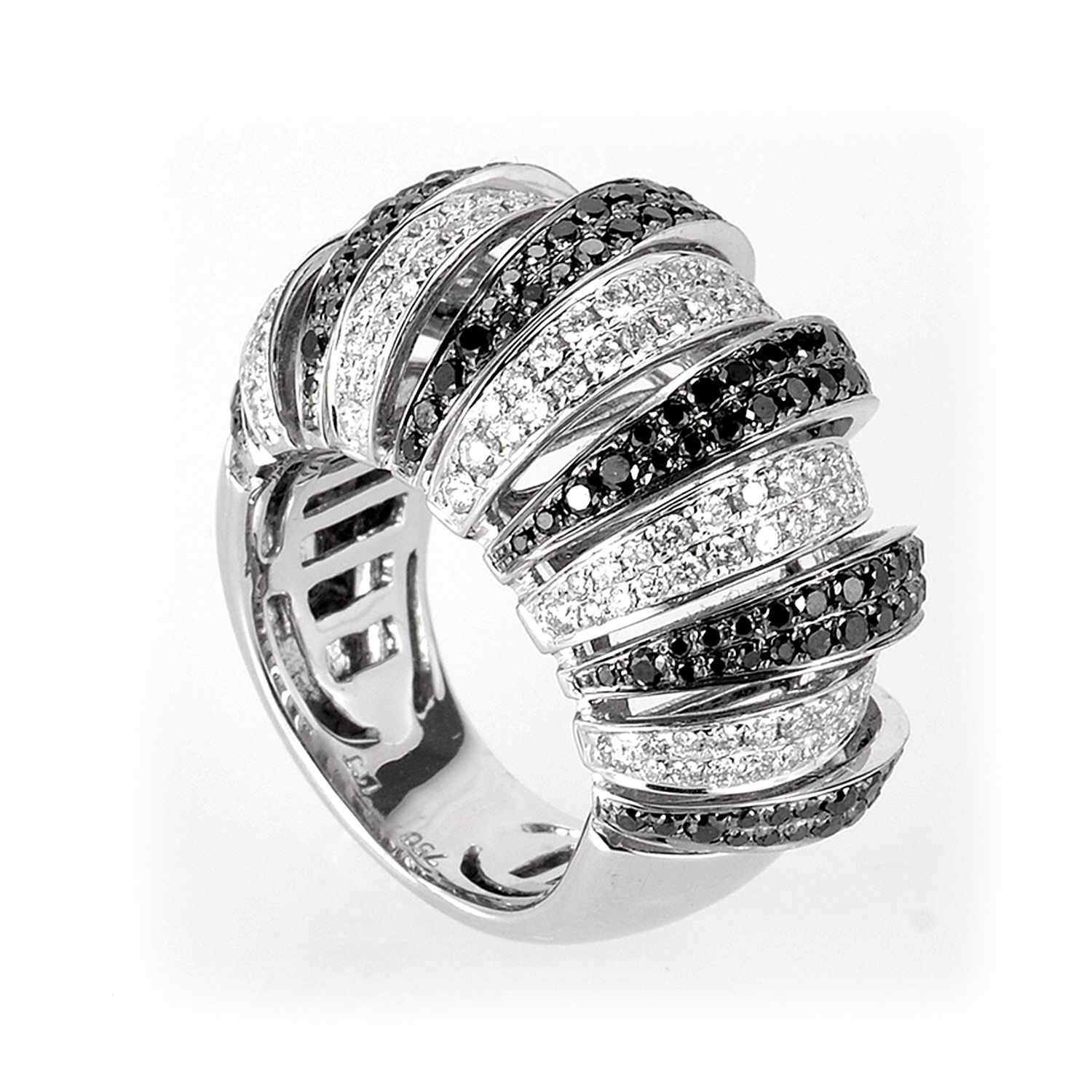 18K White Gold White and Black Diamonds Ring CRR7879