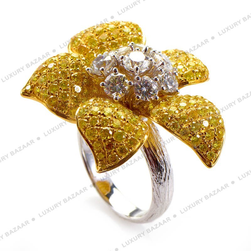 18K White and Yellow Gol Diamond Flower Ring