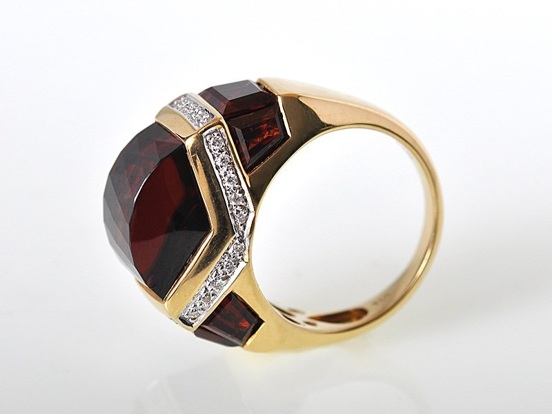 Stunning 18K Yellow Gold Garnet Diamond Domed Ring