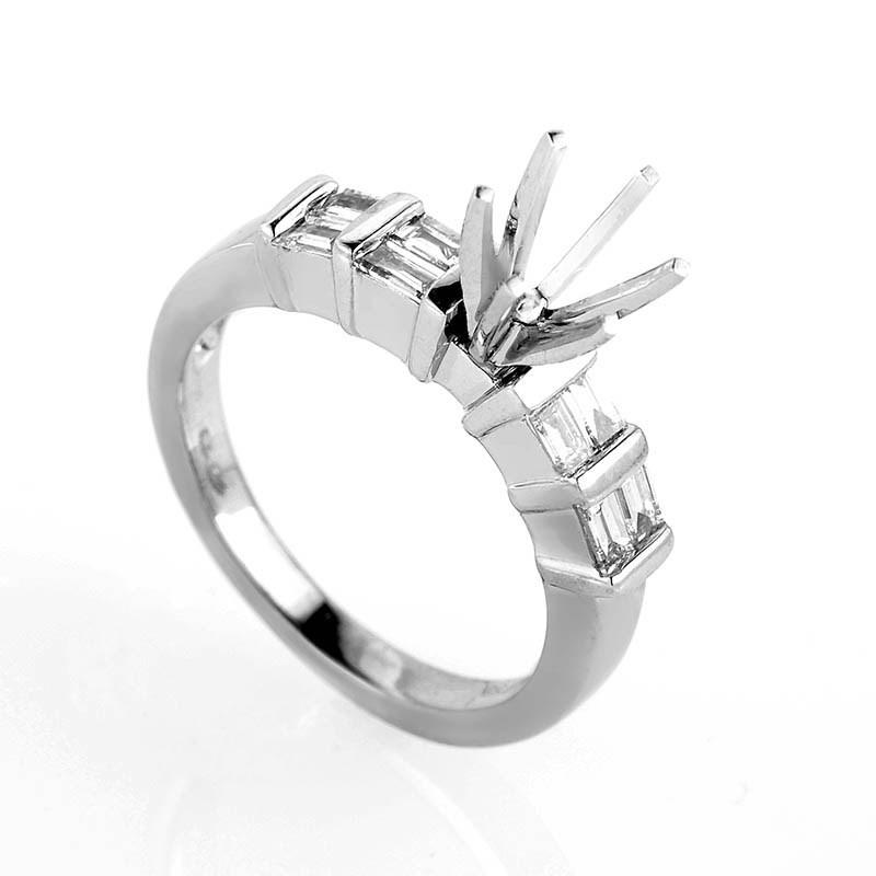 Luxurious 18K White Gold Diamond Ring Mounting
