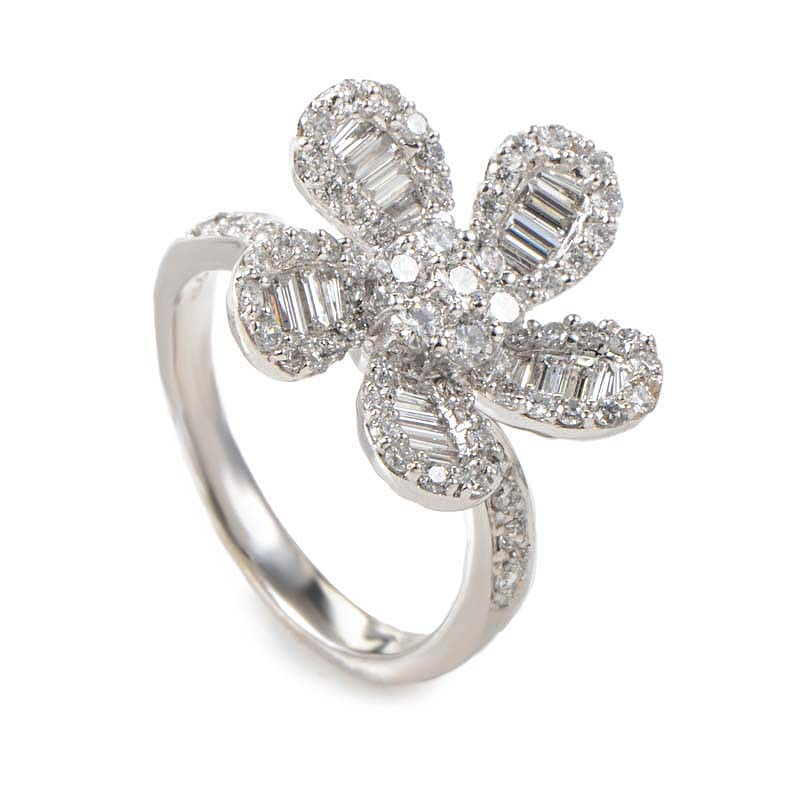 18K White Gold Diamond Flower Ring 20988606