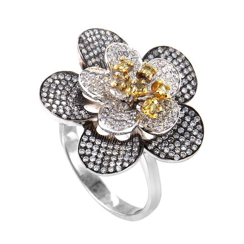 18K White Gold Diamond Flower Ring 21050885