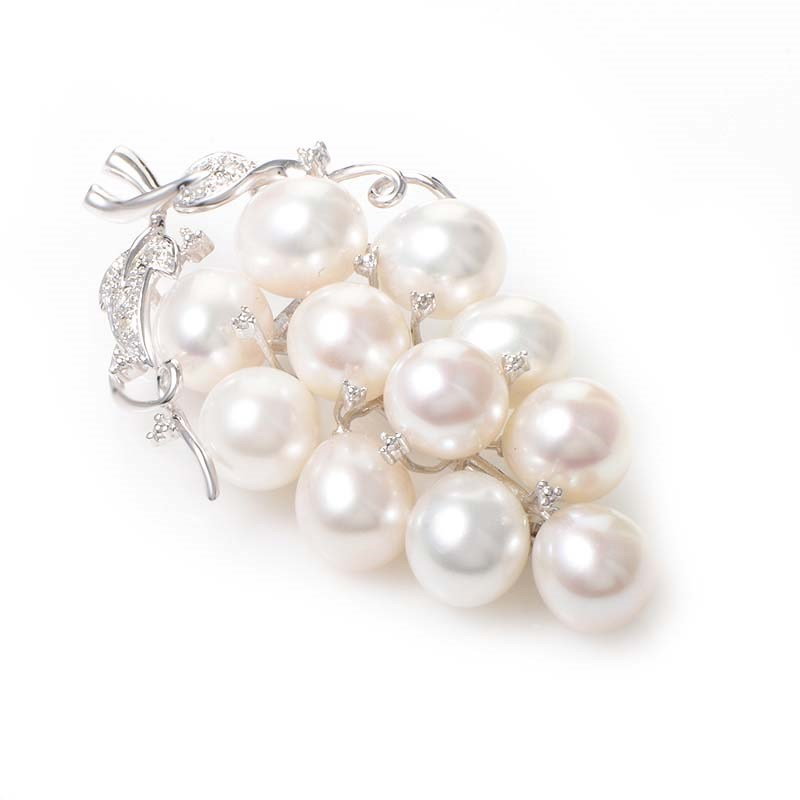 14K White Gold Diamond & Pearl Bunch of Grapes Brooch