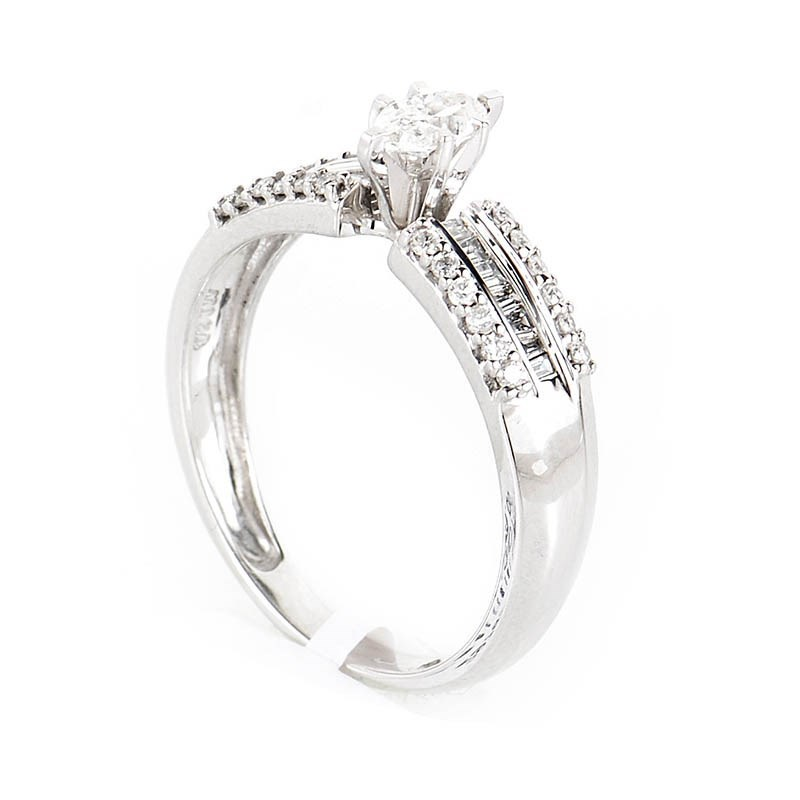 Exquisite 10K White Gold Diamond Engagement Ring