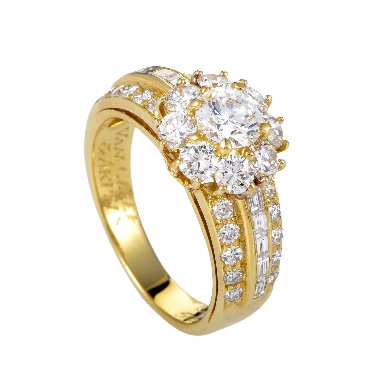 Van Cleef & Arpels Womes 18K Yellow Gold Diamond Flower Ring