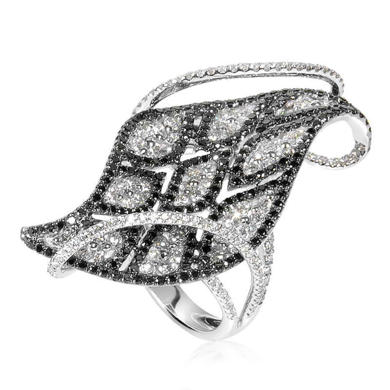 18K White Gold Black & White Diamond Leaf Ring