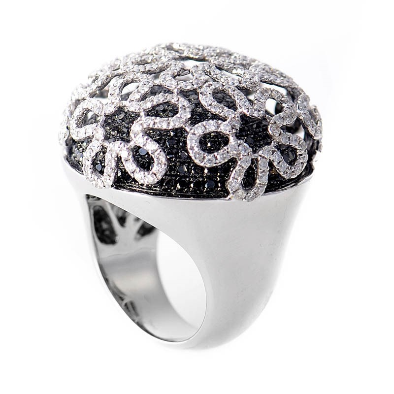 18K White Gold Black & White Diamond Daisy Flower Ring
