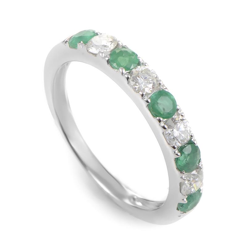 18K White Gold Diamond & Emerald Band Ring KOME06RSBZEM