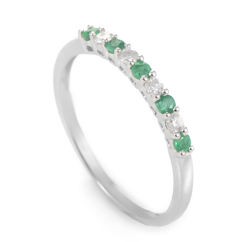 18K White Gold Diamond & Emerald Band Ring KOME16RSBZEM