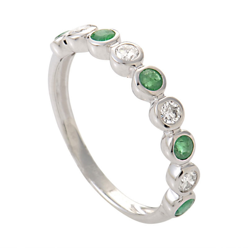 18K White Gold Diamond & Emerald Thin Band Ring KOME56RSBZEM