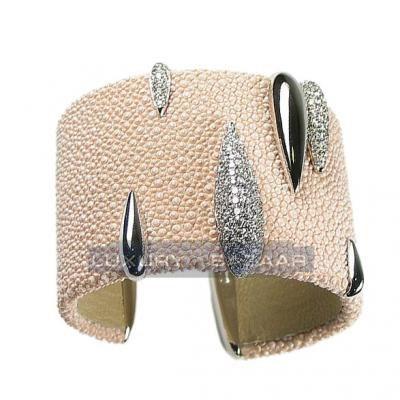 Fashionable 18K White Gold Bijoux Galuchat Cuff Bracelet