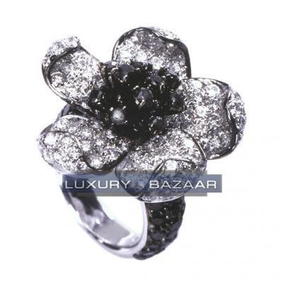 Precious 18K White Gold Bijoux Bague Fleur Collection Diamond Ring
